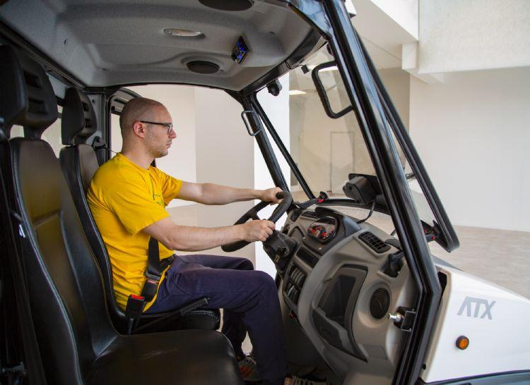 Een comfortabele cabine, waarbij de zitplaats van chauffeur en bijrijder achter de vooras zit