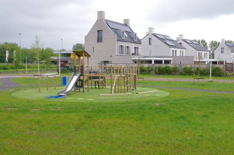 Het nieuwe speeltoestel aan het Anna Maria van Cappellenpark prikkelt kinderen van verschillende leeftijden tot spel.