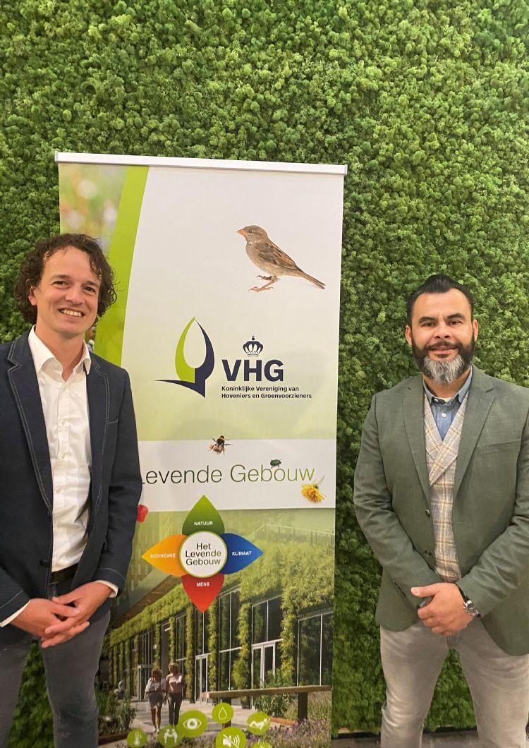 Mario Geuze (VHG) en Dave Refoealoe (Building Holland) zien levend groen en biophilic design als kansrijk uitgangspunt voor de bouwopgave.