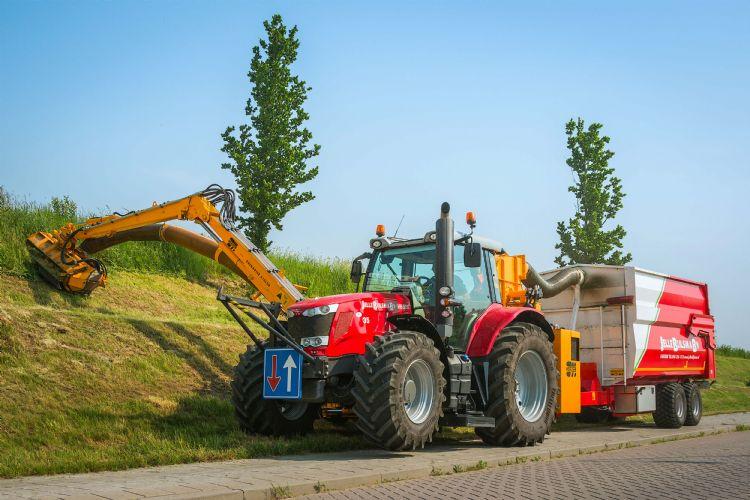 Efficiënt werken met twee zware MF's, uitgerust met zuigunits aan de Herder-giek