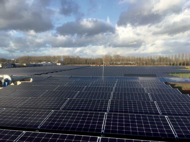 Zonnecollectotren op dak van Scholman