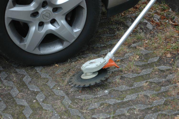 Bij correct gebruik kun je zonder veel risico's dicht bij geparkeerde auto's werken.