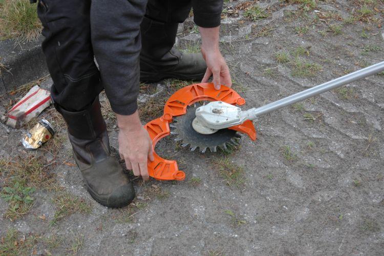 Stihl heeft goed over de bescherming van de messen nagedacht.