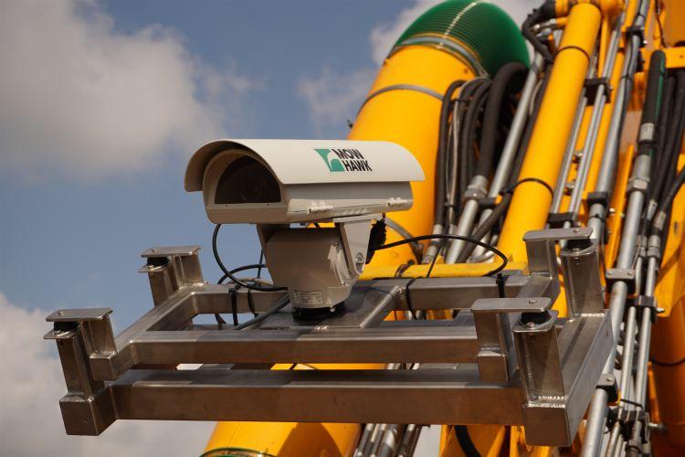 De videocamera ziet de maairichting en stuurt daarop automatisch de rotor van de camera aan.