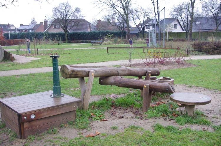 Spelen in de nieuwe buurttuin aan de Lupinenstraat in Didam