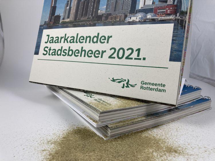 De Rotterdamse Jaarkalender Stadsbeheer 2021 met de grasvezel