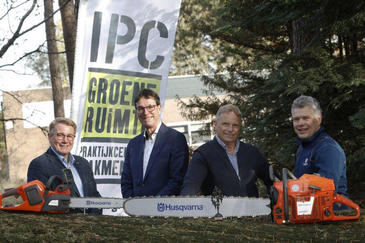 Anton de Jong (Husqvarna), Erik Poelman, Johan van Apeldoorn (beiden IPC Groene Ruimte) en Arian Essenstam (Husqvarna)