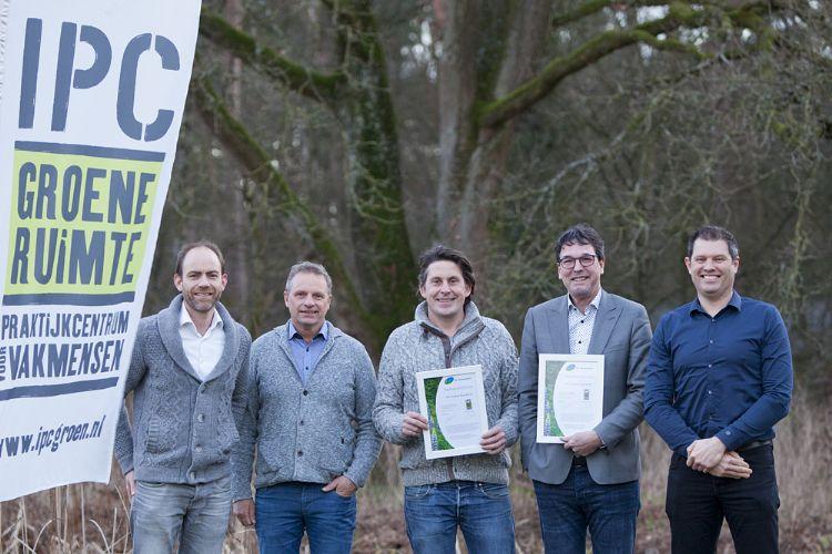 Foto vlnr: Mattijs van Dalen (NL Greenlabel), Johan van Apeldoorn (IPC), Lodewijk Hoekstra (NL Greenlabel), Erik Poelman (IPC) en Eddy Schabbink (IPC).