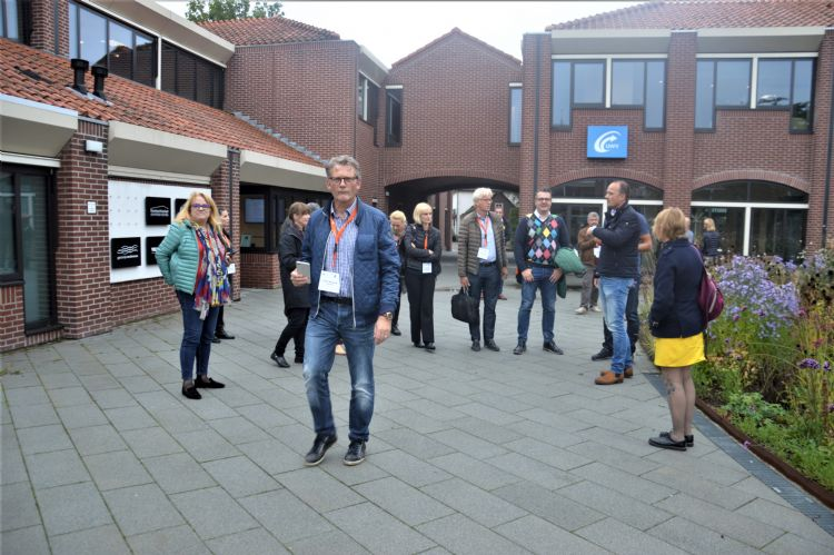 De Roemeense delegatie in Harderwijk. Op de voorgrond Pieter Wesselink van Nophadrain
