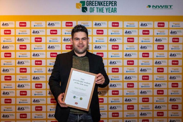 Nick Verbeet (29), assistent-hoofdgreenkeeper op Het Rijk van Nijmegen, is de nieuwe Toro Greenkeeper student of the Year.