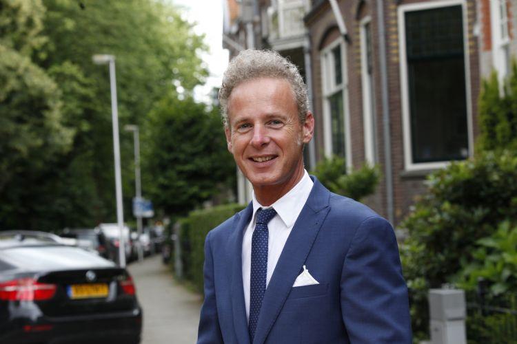 Egbert Roozen, directeur branchevereniging VHG, spreekt zich positief uit over de 'corona-steunmaatregelen' die het kabinet gisteren bekend maakte.