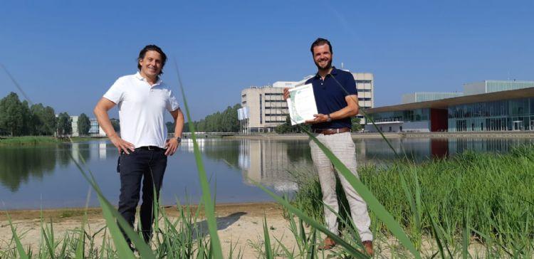 Lodewijk Hoekstra van NL Greenlabel (l) en Mart Hoppenbrouwers van Dolmans Landscaping Group (r)