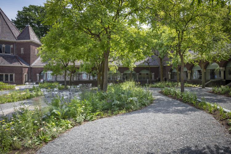 De groene 'ateliertuin' van Rijksmuseum Twenthe. Foto: Rijksmuseum Twenthe, Lotte Stekelenburg