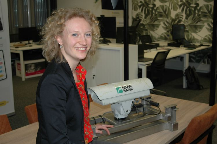 Renee Roeleveld studeerde bedrijfskunde aan de Rijksuniversiteit Groningen. De boerendochter uit Beuningen weet echt alles van grasmaaien.