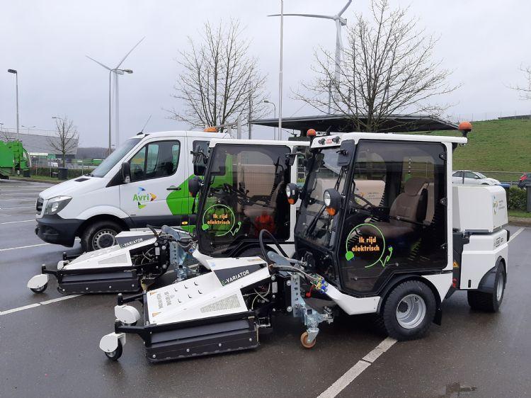 Twee van de hagelnieuwe Nimos Positracs met de WeedControl Air Variator van afvalverwijderaar AVRI
