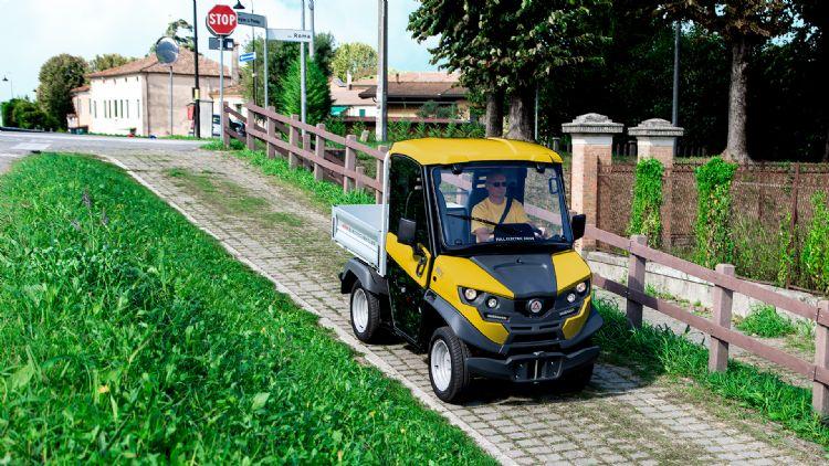 Alkè-voertuigen hebben directe emissies. Dankzij hun compactheid veroorzaken ze geen verkeersopstoppingen in de stedelijke omgeving.