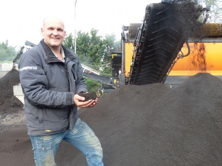 Kees Schmidt op de composteerinrichting van VGR